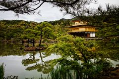 Kinkaku ji-Ιαπωνία-Goldenweek-2019 στοκ φωτογραφία