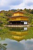 Kinkaku-ji (金黄亭子的寺庙) 免版税图库摄影