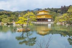 Kinkaku-ji den guld- paviljongen, en Zen Buddhist tempel i Kyoto, arkivfoto