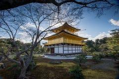 Kinkaku-ji, el pabellón de oro, un templo de Zen Buddhist en Kyoto, foto de archivo libre de regalías