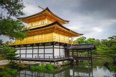Kinkaku-ji guld- tempel, Kyoto, Japan royaltyfri fotografi