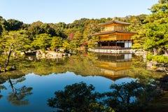 Kinkaku-ji, il tempio del padiglione dorato a Kyoto Fotografia Stock Libera da Diritti