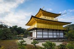 Kinkaku-ji, o pavilhão dourado em Kyoto, Japão Imagens de Stock Royalty Free