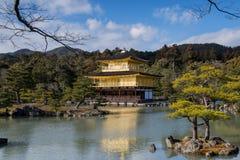 Kinkaku-ji, o pavilhão dourado, um templo de Zen Buddhist em Kyoto, Imagem de Stock Royalty Free