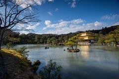 Kinkaku-ji, o pavilhão dourado, um templo de Zen Buddhist em Kyoto, Fotos de Stock Royalty Free