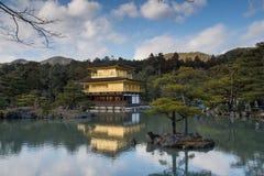 Kinkaku-ji, o pavilhão dourado, um templo de Zen Buddhist em Kyoto, Fotografia de Stock