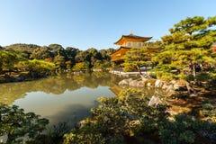 Kinkaku-ji, o templo do pavilhão dourado em Kyoto Fotos de Stock Royalty Free