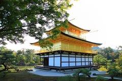 Kinkaku-ji tempel av den guld- paviljongen Arkivbild