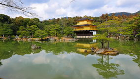 Kinkaku-ji (Tempel des goldenen Pavillions) Stockbild