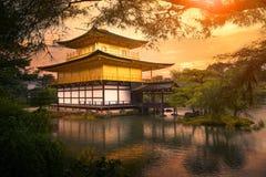 Kinkaku -kinkaku-ji tempel, Tempel van het Gouden Paviljoen Kyoto Japan één van populairste reizende bestemming stock foto's
