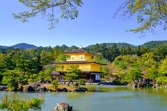 Kinkaku-ji Złoty pawilon, Zen Buddyjska świątynia w Kyoto, Fotografia Stock