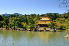 Kinkaku-ji Złoty pawilon, Zen Buddyjska świątynia w Kyoto, Fotografia Royalty Free