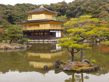 Kinkaku-kinkaku-ji (το χρυσό περίπτερο) Κιότο, Ιαπωνία Στοκ εικόνες με δικαίωμα ελεύθερης χρήσης