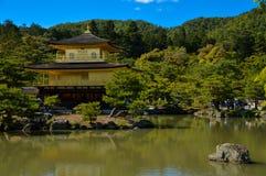 Kinkakuji寺庙在京都 免版税库存图片