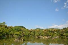 Kinkakuji寺庙庭院 免版税图库摄影