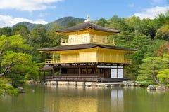 Kinkakuji寺庙或金黄亭子在京都,日本 图库摄影