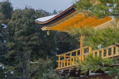 Kinkakuji寺庙金黄亭子  免版税库存照片