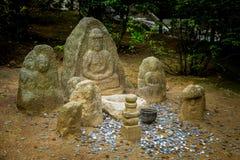 Kinkakuji日本人寺庙的石神象Nagomi-Jizo 免版税库存照片