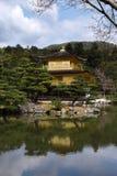 Kinkakuji金黄寺庙春天,京都日本 库存图片