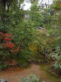 Kinkakuji świątynia, Japan& x27; s sławny turystyczny miejsce przeznaczenia, jest piękny i pokojowy obrazy royalty free