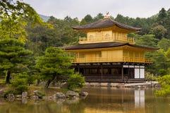 Kinkakuji - золотой павильон в Киото, Японии Стоковые Изображения