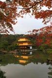 Kinkakuji -著名金黄亭子在京都 库存图片