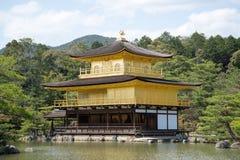 Kinkakuji寺庙,金黄亭子 图库摄影