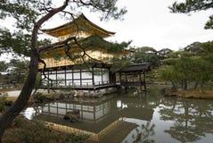 Kinkakuji guld- paviljong; Kyoto Japan Royaltyfria Bilder
