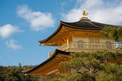 Kinkakuji guld- paviljongtempel i Kyoto Arkivbilder