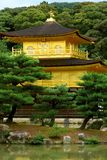 Kinkakuji, o pavilhão dourado foto de stock