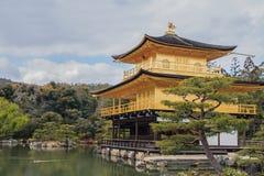Kinkakuji tempel Arkivbilder