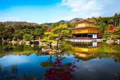 Kinkakuji tempel Royaltyfria Bilder