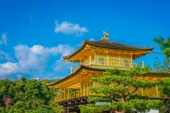 Kinkakuji tempel den guld- paviljongen i Kyoto, Japan Arkivbilder