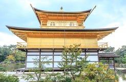 Kinkakuji-Tempel (der goldene Pavillon) in Kyoto Stockbilder