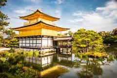 Kinkakuji tempel eller den guld- paviljongen i Kyoto, Japan arkivfoto