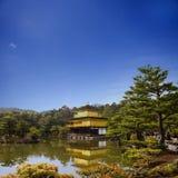 Kinkakuji tempel i Kyoto, Japan Arkivfoto