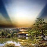 Kinkakuji tempel i Kyoto, Japan Arkivbilder