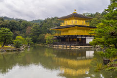Kinkakuji tempel i nordliga Kyoto, Japan Royaltyfria Foton