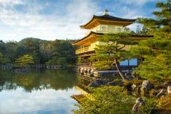 Kinkakuji Złoty pawilon w Kyoto, Japonia Obrazy Royalty Free