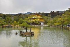 Kinkakuji Z?oty pawilon w Japonia zdjęcie royalty free