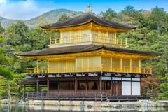 Kinkakujitempel (het Gouden Paviljoen) in close-up Stock Foto