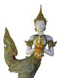 Kinnaree ängelskulptur som isoleras med den snabba banan Arkivfoton