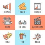 Kino-Ikonen eingestellt (Megaphon, Karten, Count-down, Kamera, Scharnierventil-Brett, Masken, Spule, Popcorn und Getränk, Glas 3D Stockfotos