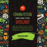 Kinofestivalplakat mit nahtlosem Muster auf Hintergrund mit Attributen der Filmindustrie Kinematographiedesigneinzelteile Lizenzfreies Stockfoto