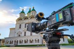 Kinowa kamera przed katedrą wniebowzięcie Błogosławiony maryja dziewica Obraz Royalty Free
