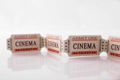 Kinowi bilety na bielu stołu szczególe zdjęcie royalty free