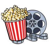 Kinowi przedmioty popkornu wiadro i retro stylowa ekranowa rolka - Zdjęcie Royalty Free