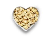 Kinowy popkornu serce na bielu - Akcyjny wizerunek fotografia stock