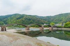 Kintaikyo-Brücke gegen bewölkten Himmel Stockfotografie