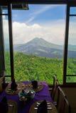 kintamani火山reataurant视图的形式 免版税图库摄影